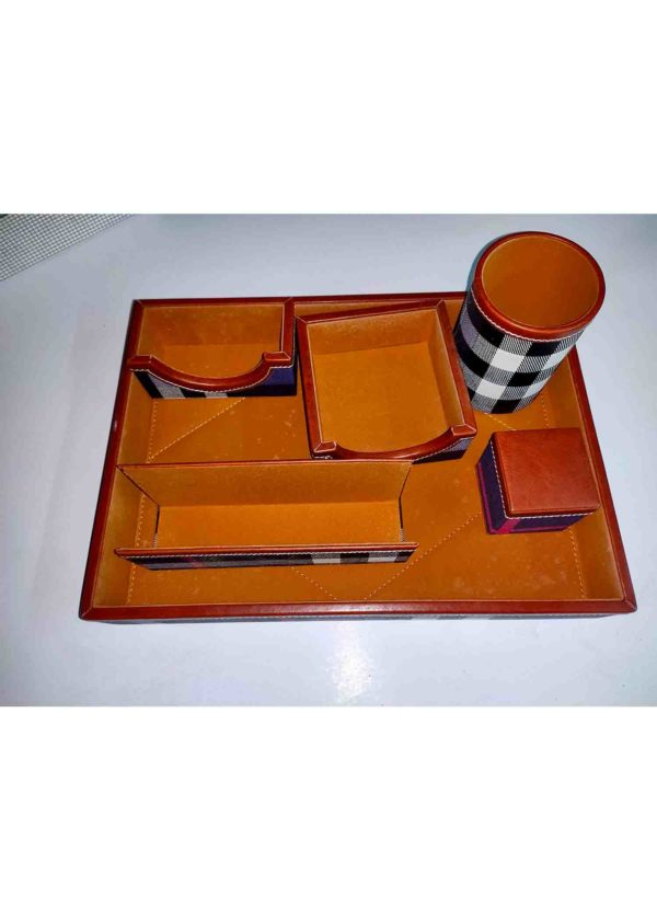 corporate gifts table accessories