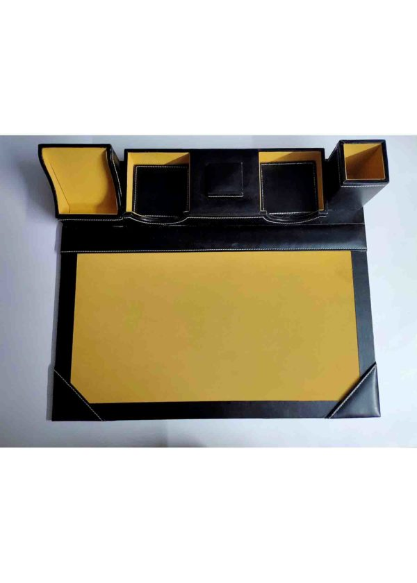 simple black table planner